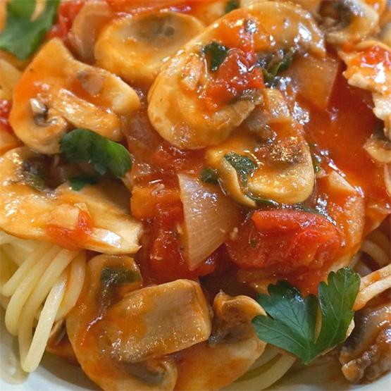 Pasta with Chicken, Tomato, Mushrooms and White Truffles