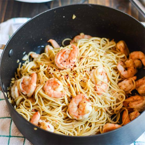 Easy, delicious honey garlic shrimp pasta made in just less tha