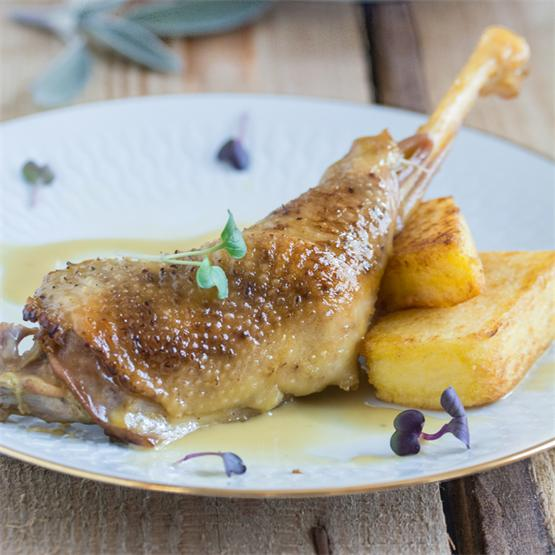 Tender and juicy braised rooster legs with wine sauce