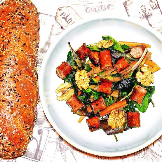 The Perfect Quotidian Salad with Sausages