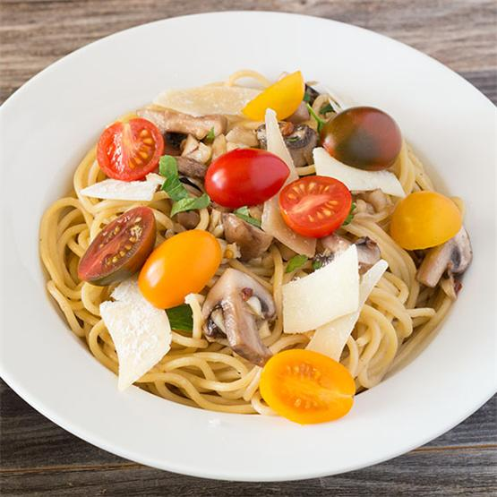 Quick and easy meatless pasta dish Aglio Olio