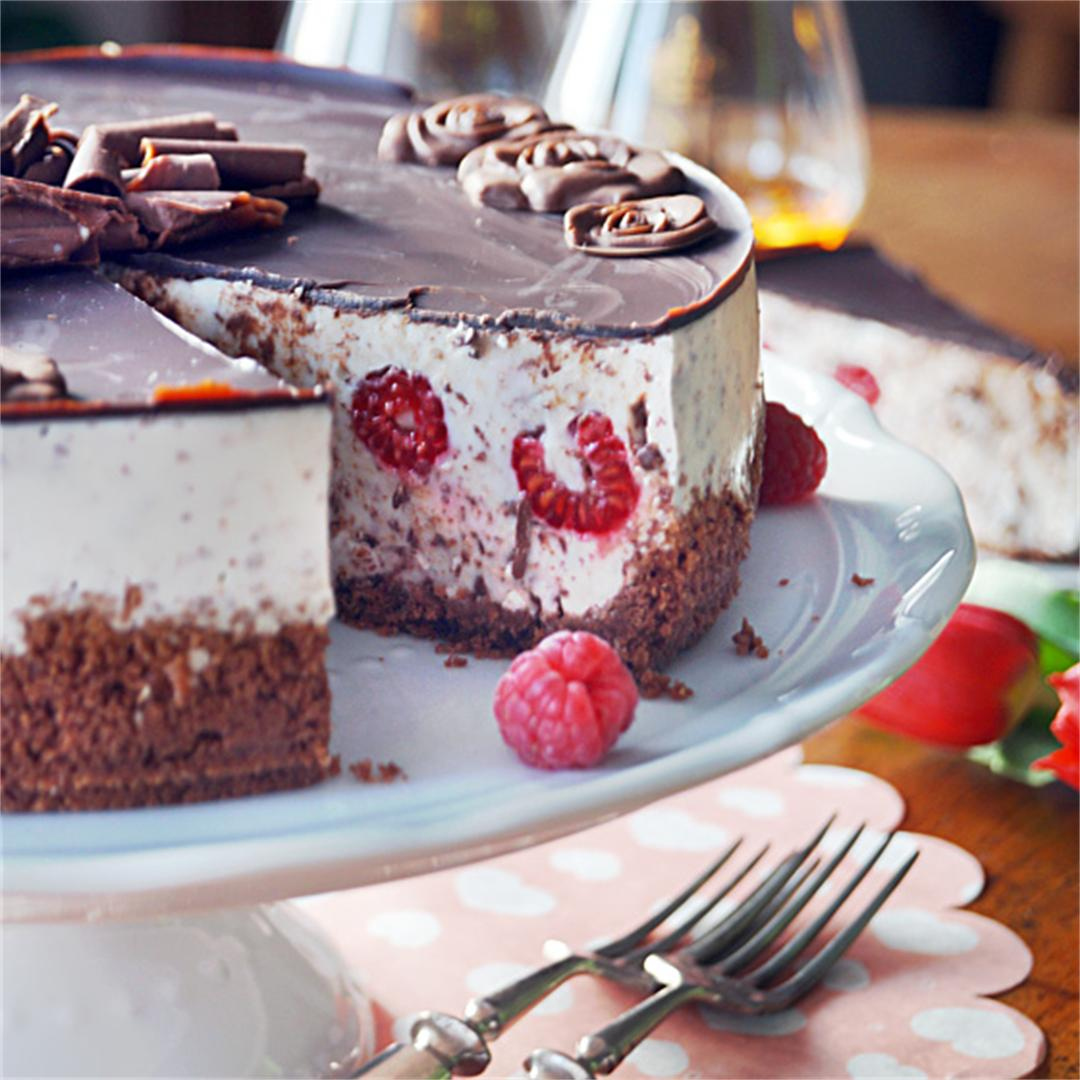 Stracciatella cake with raspberries