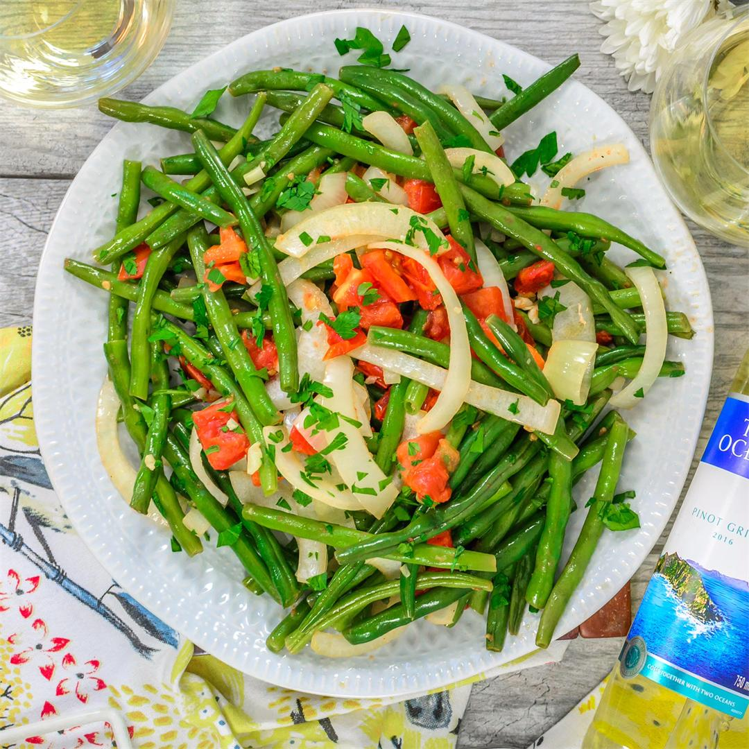 Fresh Green Beans with Onion and Tomato