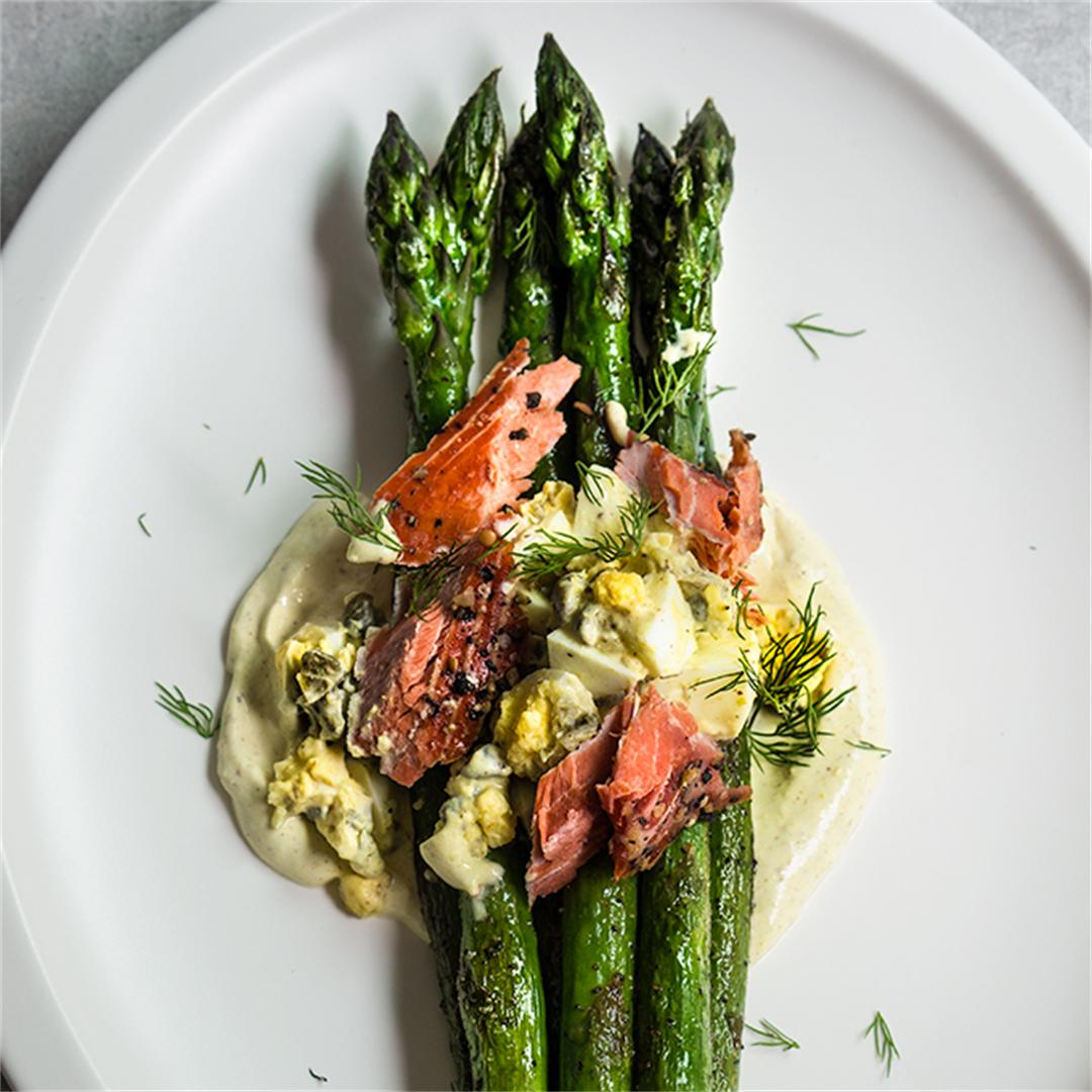 Asparagus with smoked salmon and gribiche