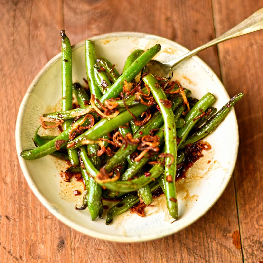 stir fried green beans with crispy shallots