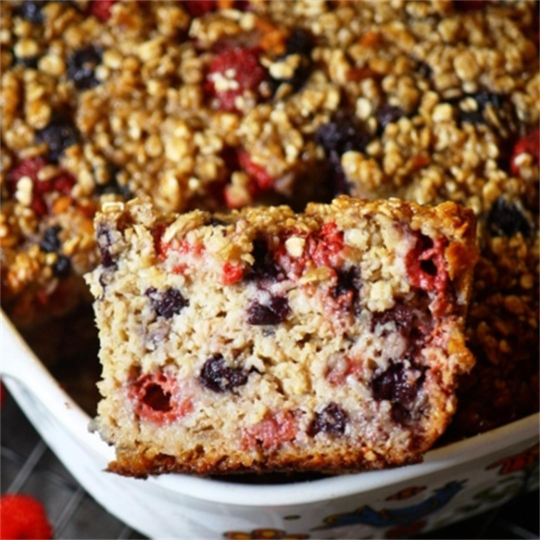 This raspberry-blueberry healthy baked oatmeal has only 137 cal