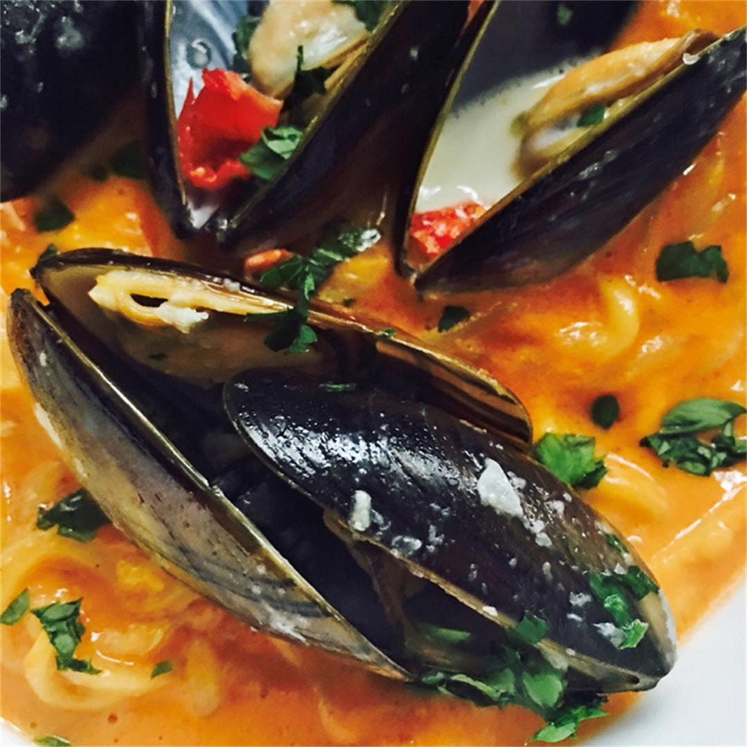 Mussels & Red Pepper Sauce Zucchini