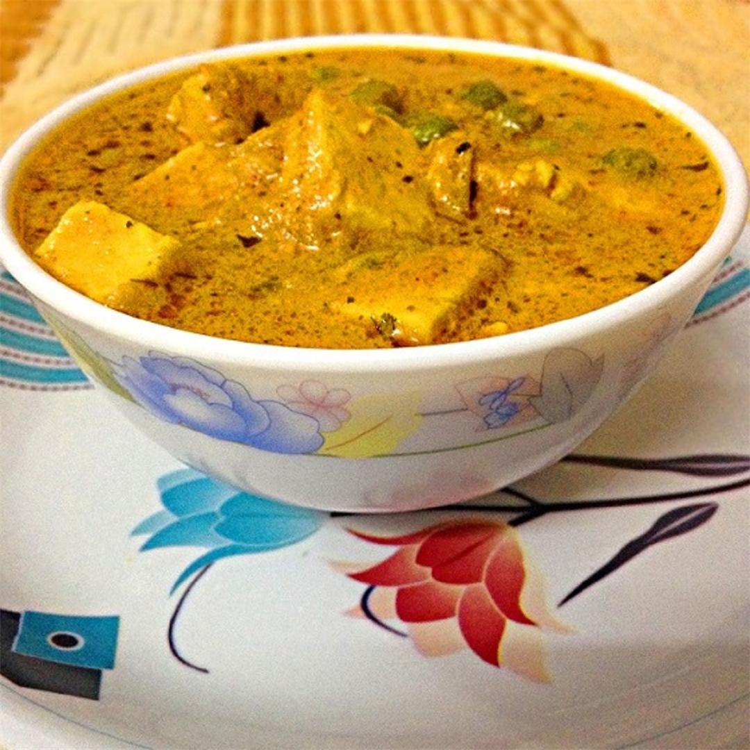 Matar paneer – A delicious dish with paneer and a lot of green