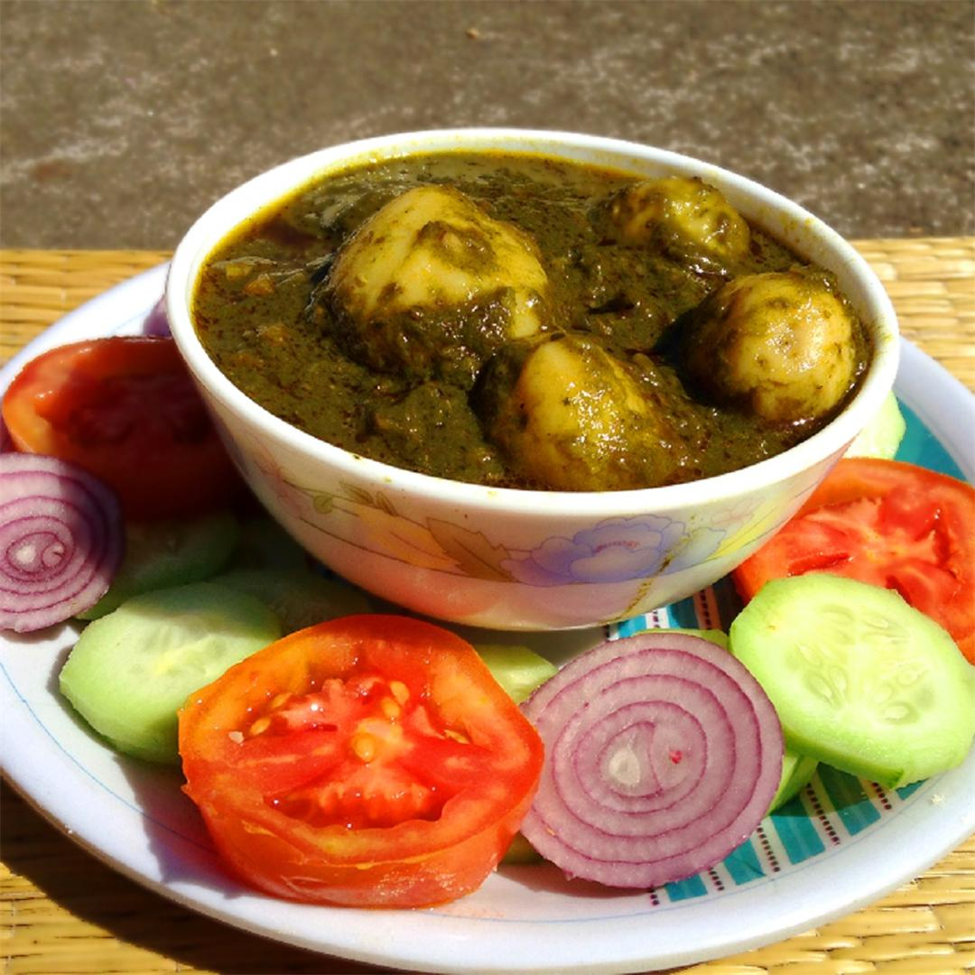 Aloo palak, Delicious potato curry with spinach puree and spice