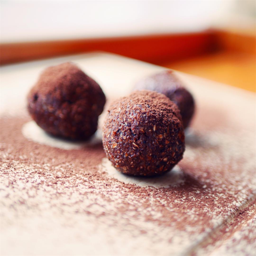 Chocolate Fig Energy Balls