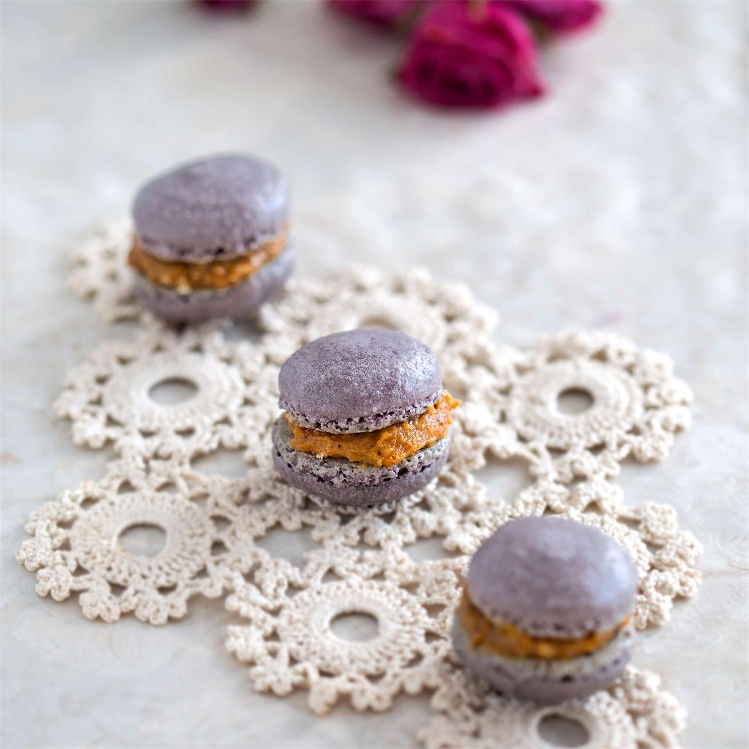 Cinnamon Macarons with Dulce de Leche Filling
