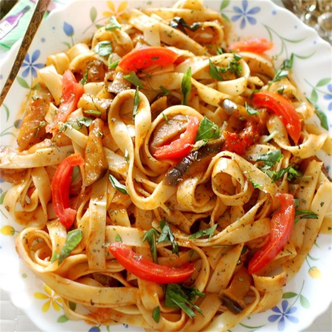 Linguine pasta with aubergine and tomatoes