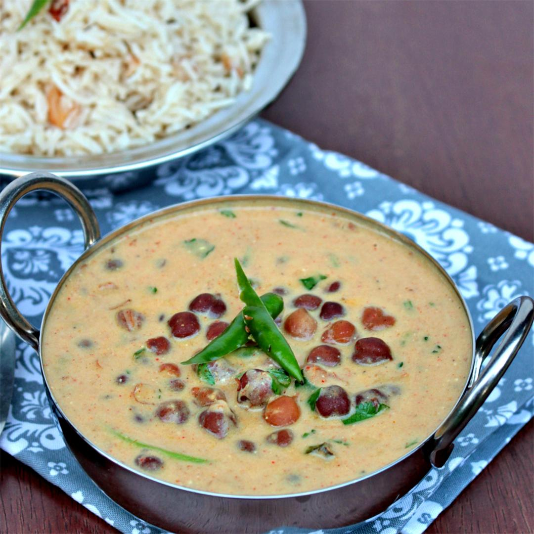 Jaisalmeri Chana | Black Chickpeas in yogurt gravy