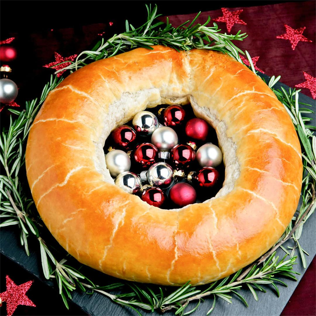 Savoury Christmas wreath stuffed with delicious minced beef!