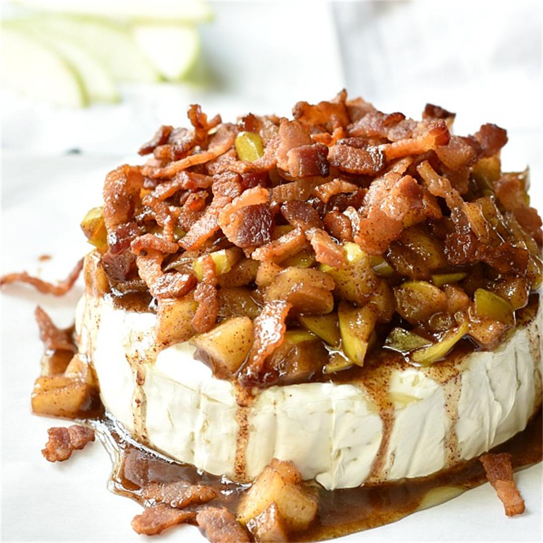 Baked Brie with Bacon and Apples