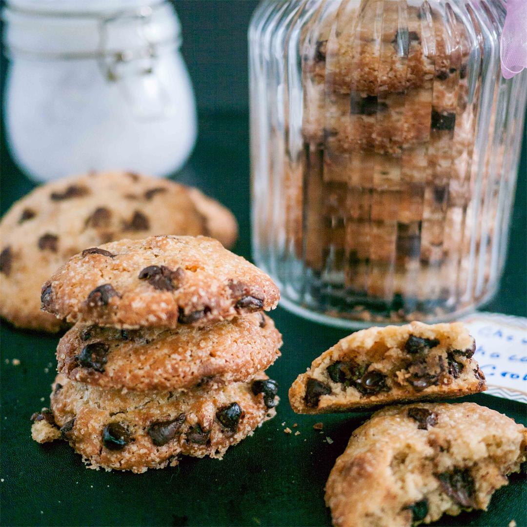 Chocolate Chip Cookie in a Jar Christmas Gift Idea