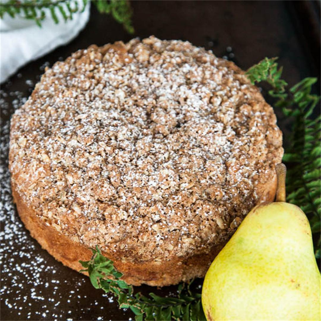 Spiced Pear Crumble Cake