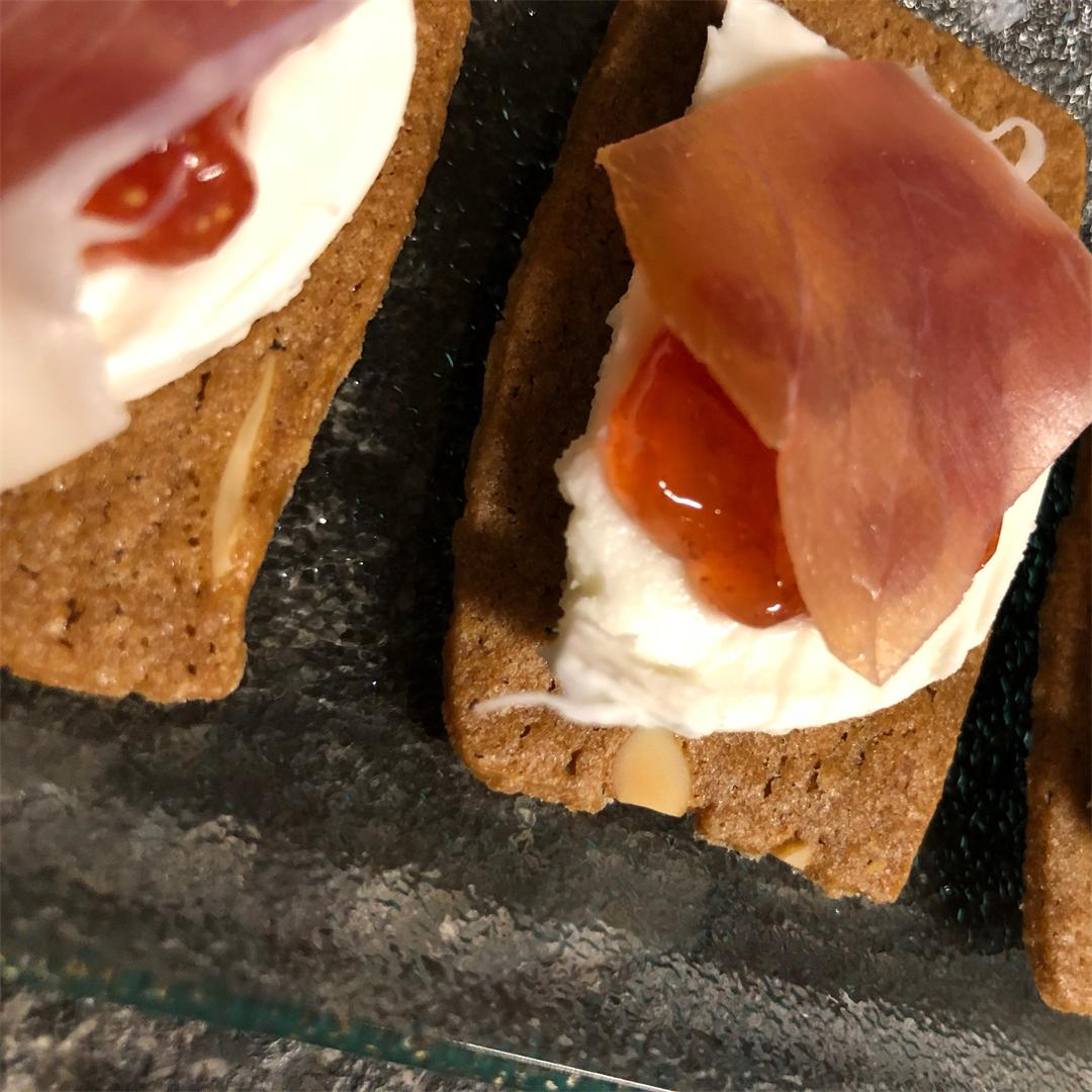almond thins with mozzarella, fig compote and Ganda ham