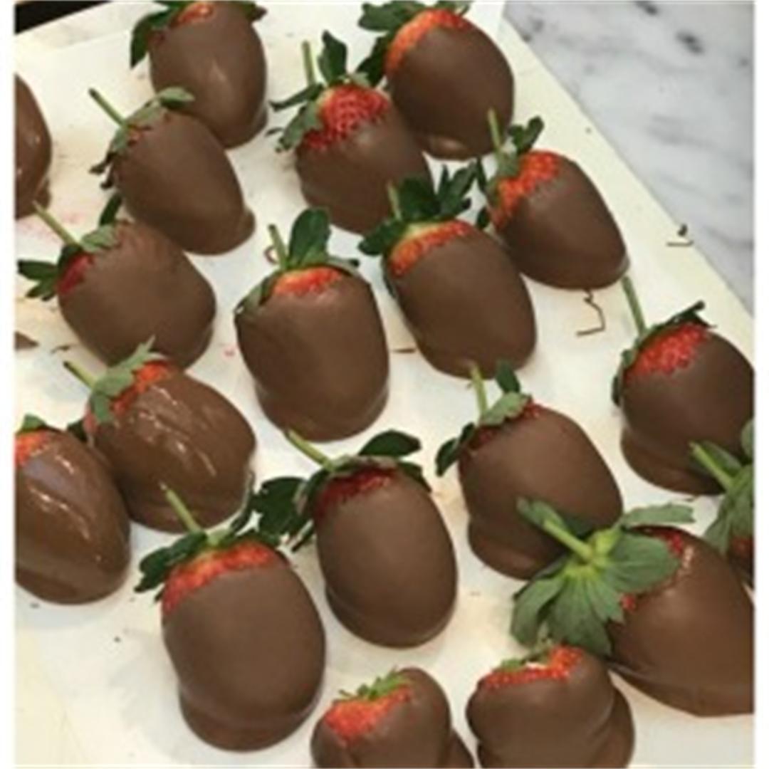 Rich smooth silky chocolate & clean fresh crunch of strawberry