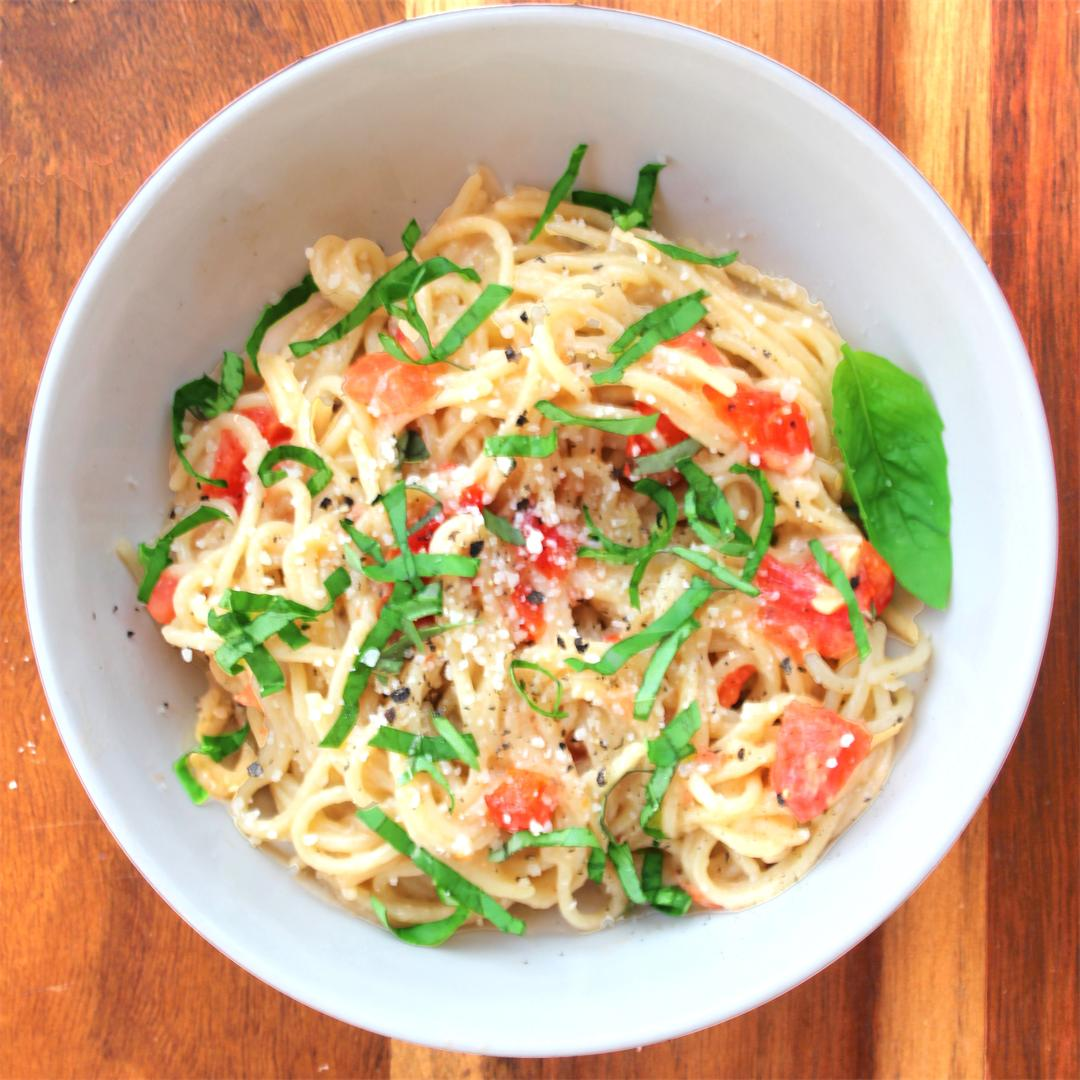 Easy Garlic-Tomato-Basil Pasta