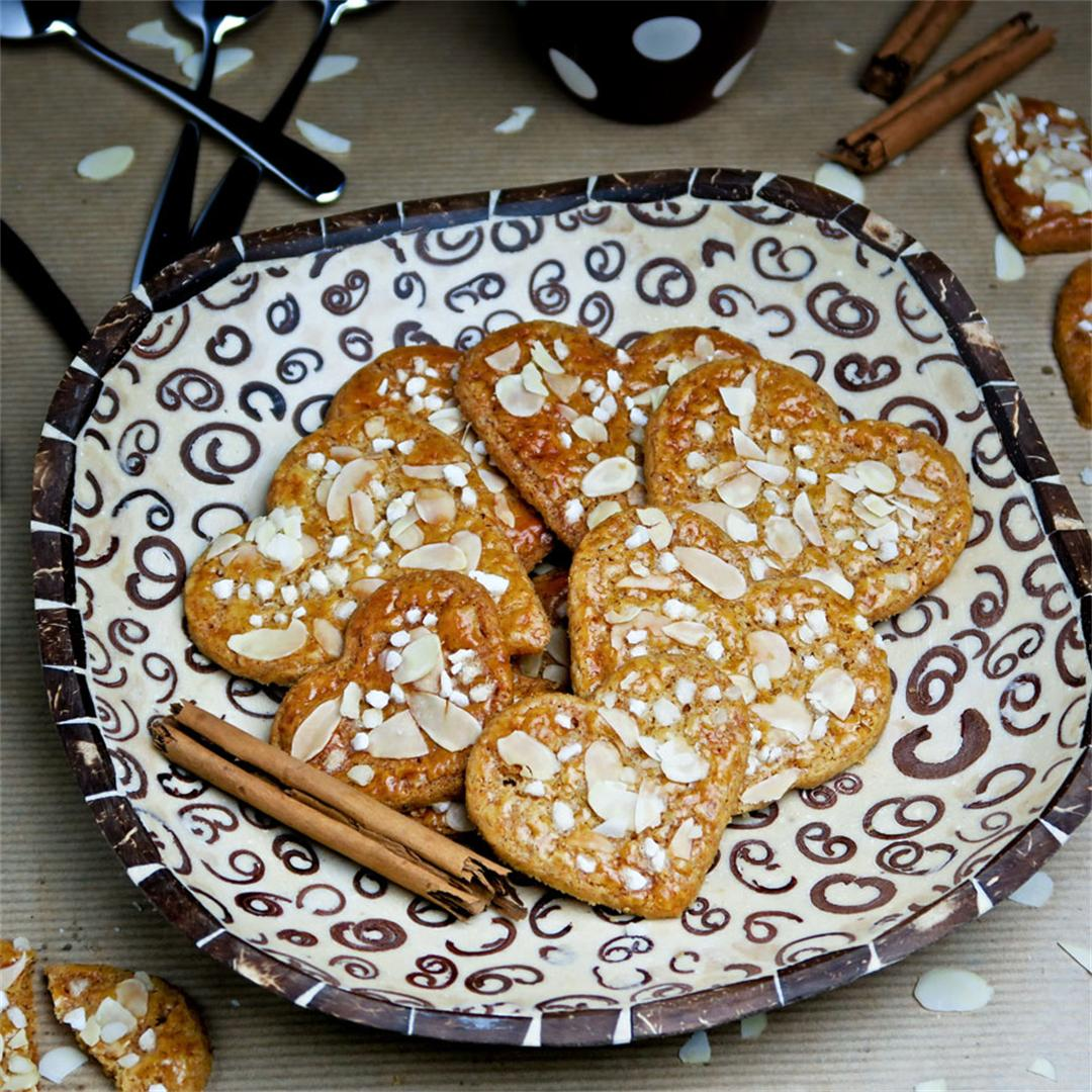 Romantic and delicious cinnamon and almond heart cookies