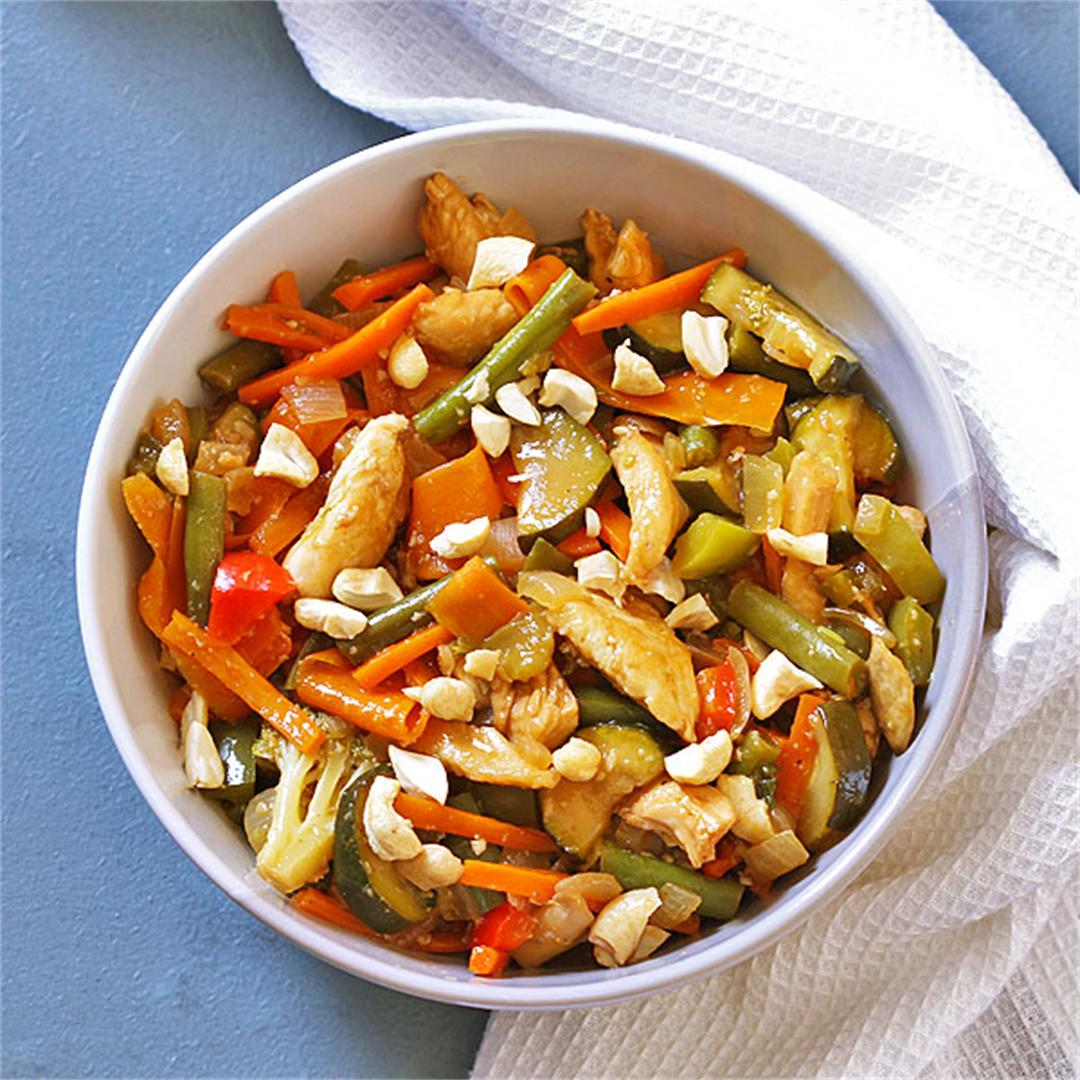 This Chicken Cashew Stir Fry is ready in less than 30 mins!