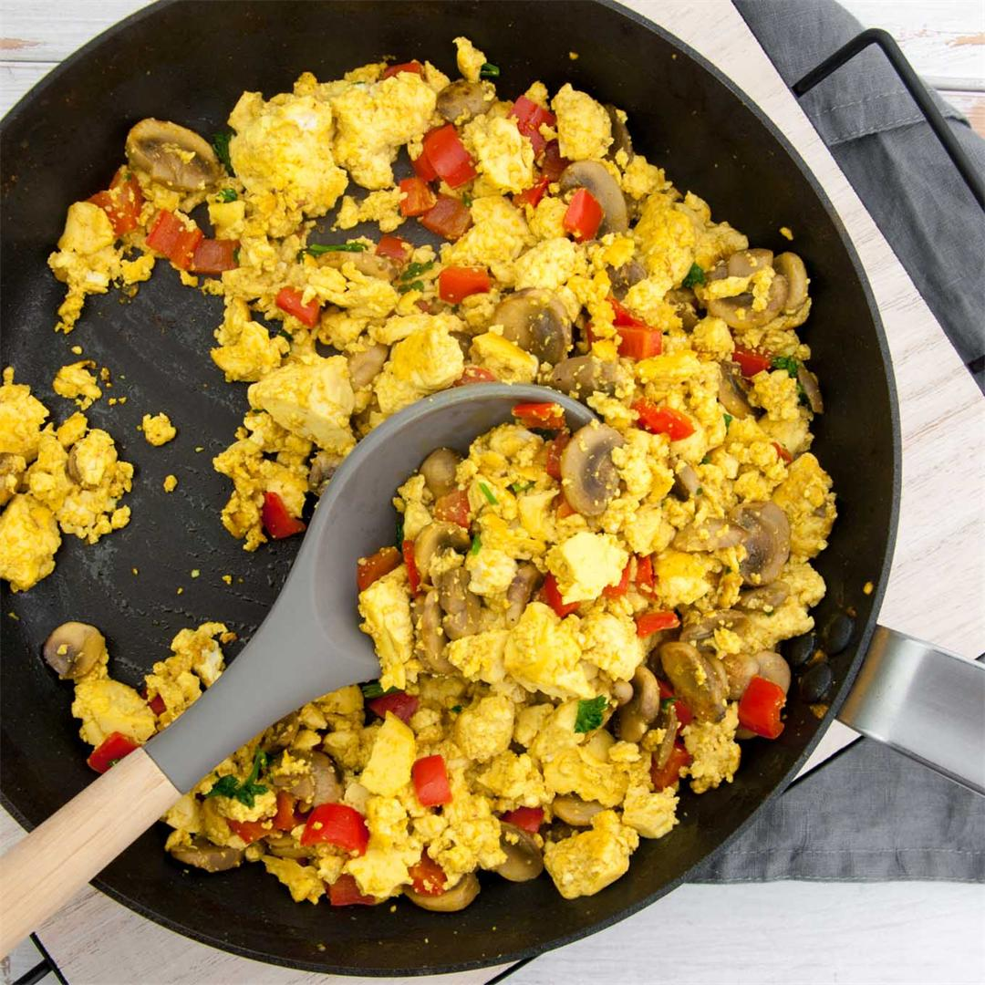 Tofu Scramble with Mushrooms and Bell Pepper