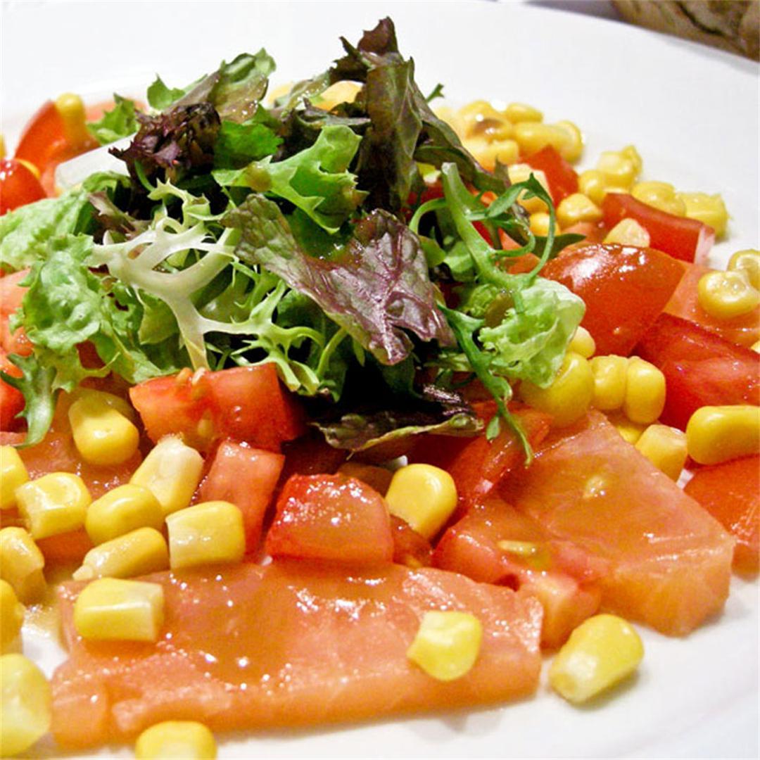 Smoked salmon starter with crispy corn and tomatoes