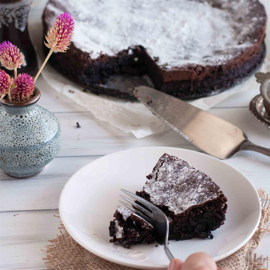 Moist,Flourless,Gluten free Dark Chocolate Cake