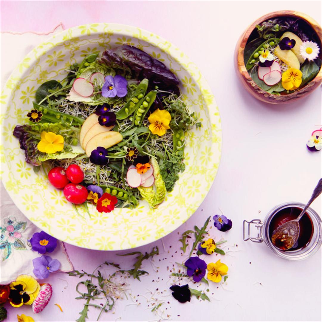 Simple salad recipe using edible flowers