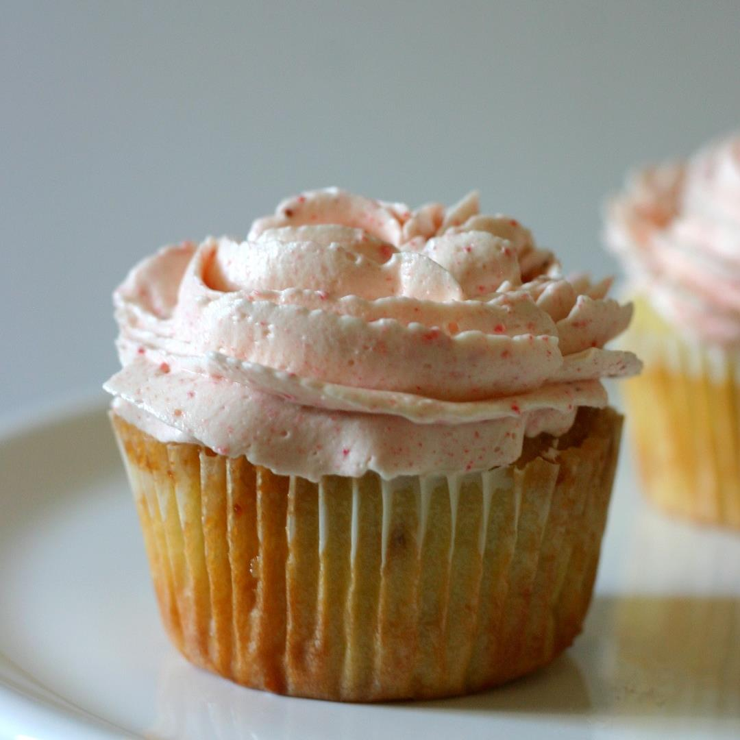 Caramelized White Chocolate Cupcakes with Strawberry Frosting