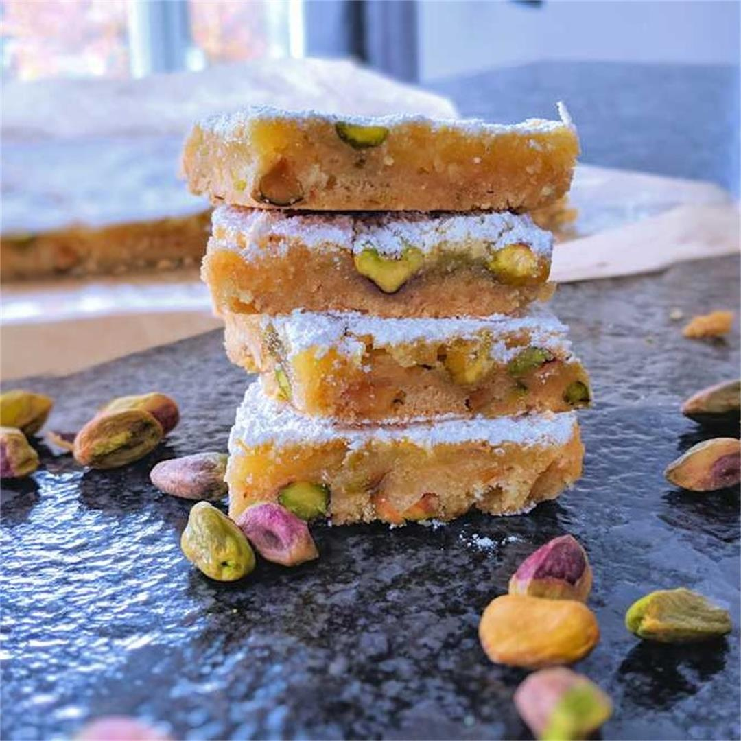 Lemon and pistachio bars