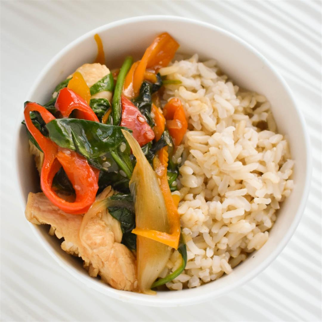 Sugar-Free Sesame Chicken with Peppers and Spinach