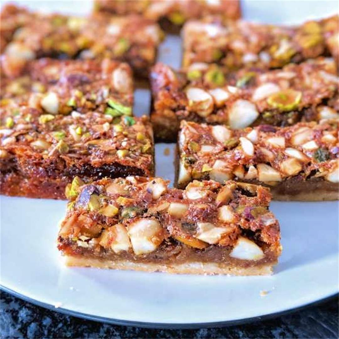 Maple and nuts shortbread bars