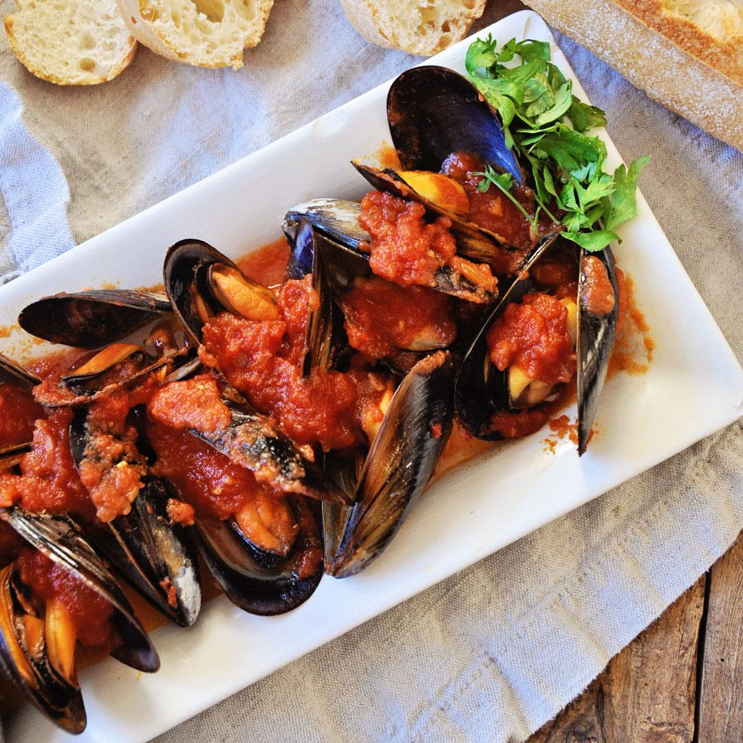 Mussels in a Spicy Tomato Sauce - Mussels Marinara