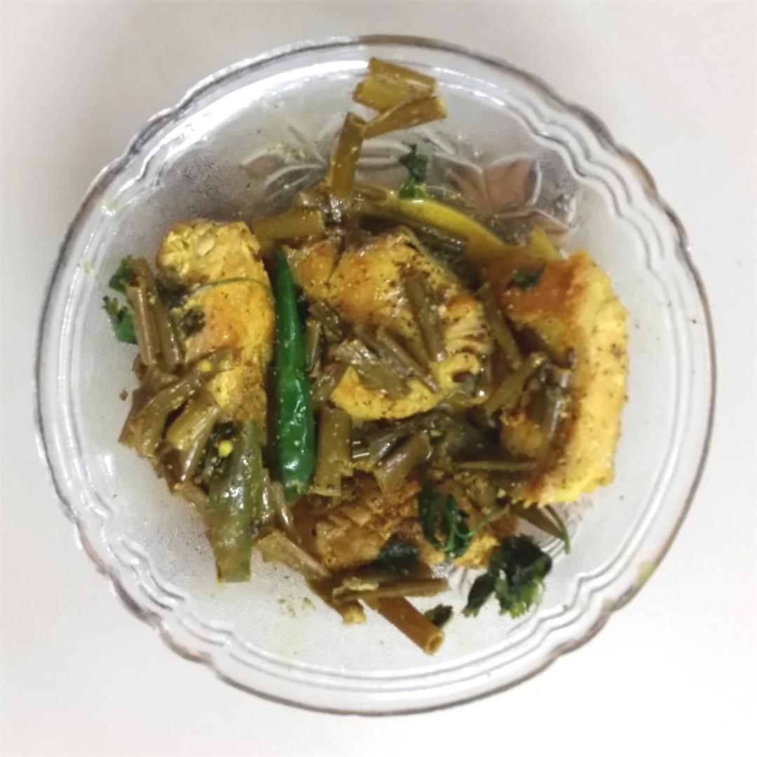 Peyajkoli Macher Jhal - Fish in mustard gravy with spring onion