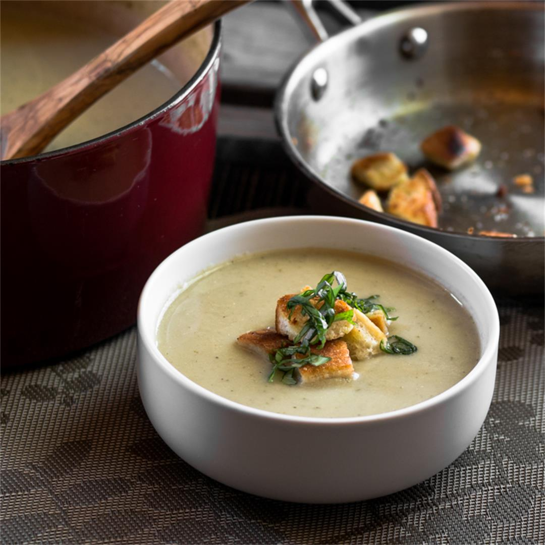 Vegetarian Roasted Cauliflower and Leek Soup