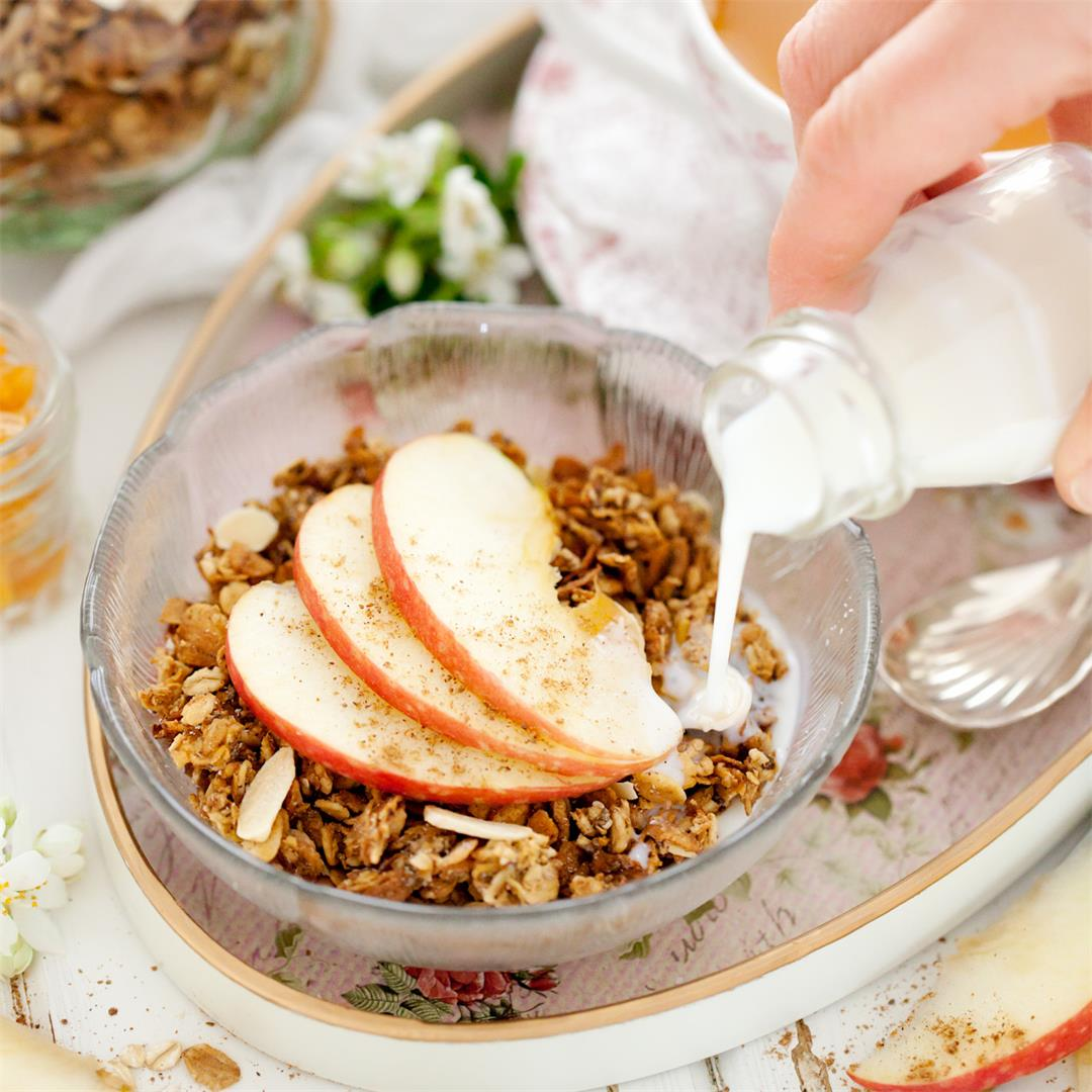Spiced Apple Granola with Spelt
