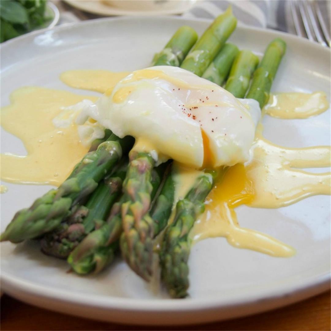 asparagus with easy blender Hollandaise sauce