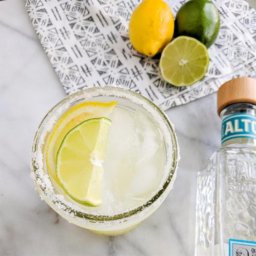 Simple Lemon Lime Margaritas! 4 ingredients!