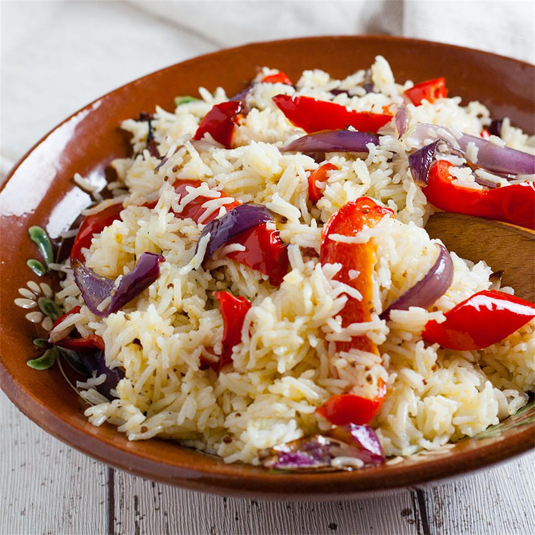 Rice salad with roasted peppers and onions