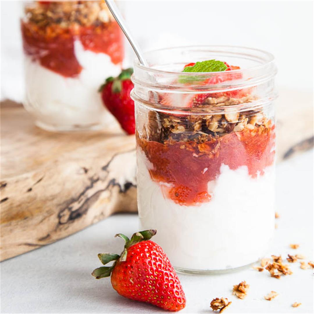 Stewed Strawberry Rhubarb Yogurt Parfaits