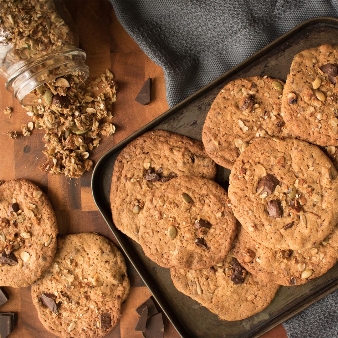 Delicious Granola, Malt and Dark Chocolate Cookies