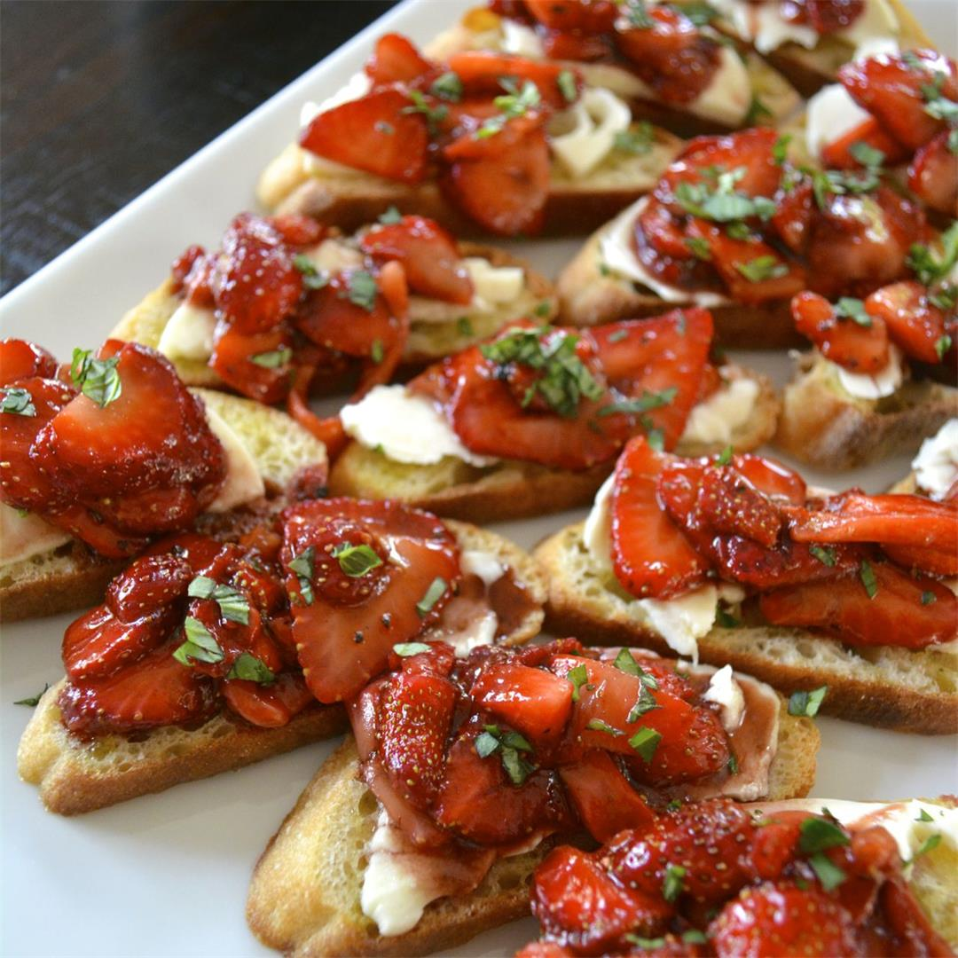 Strawberry Balsamic Bruschetta - the perfect summer appetizer!