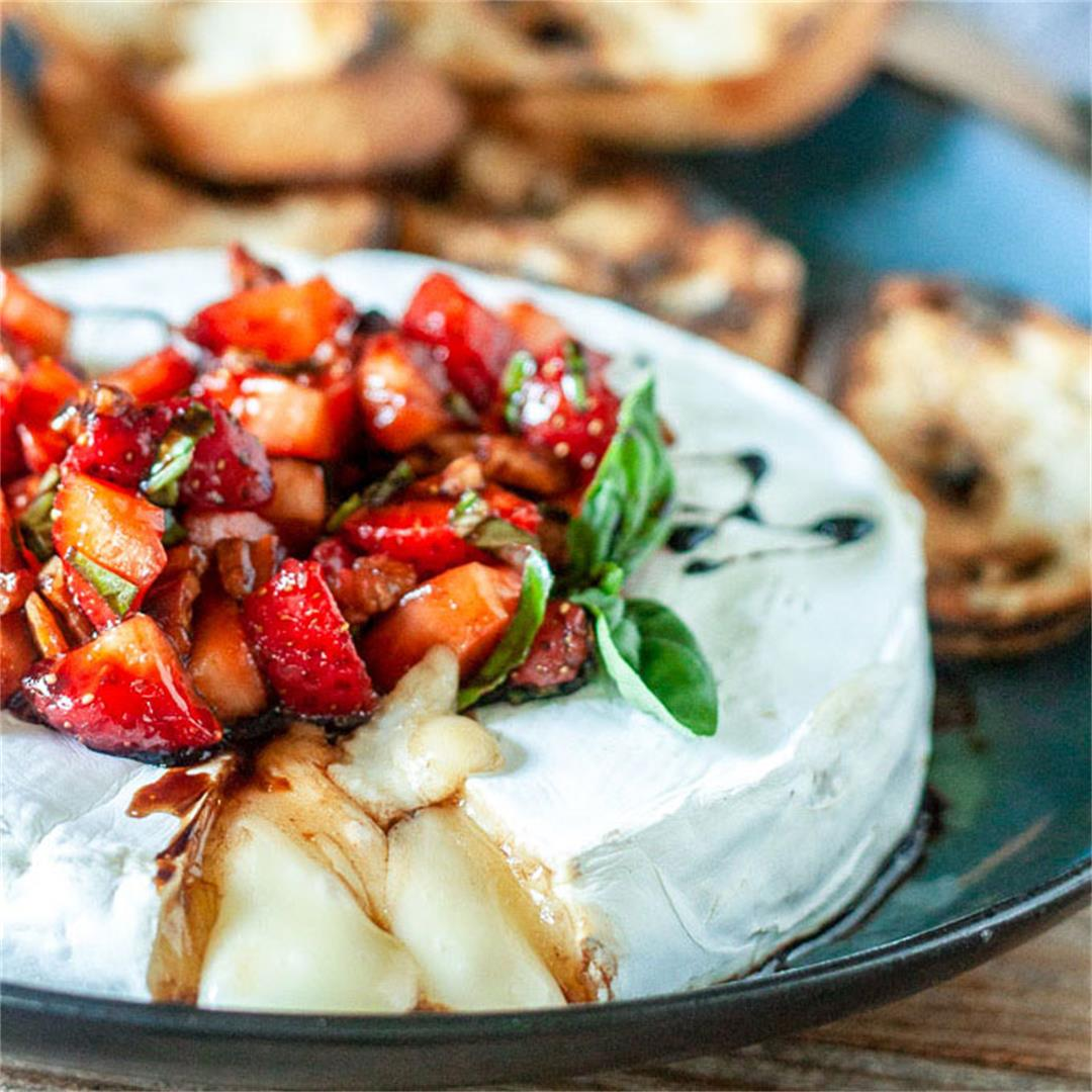 Grilled Brie  with Balsamic Strawberries