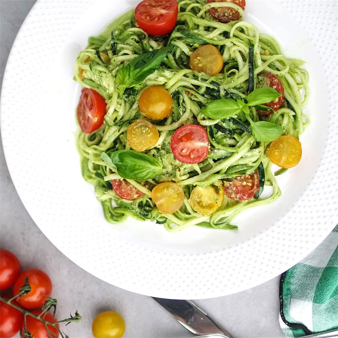 Raw courgette spaghetti with pesto