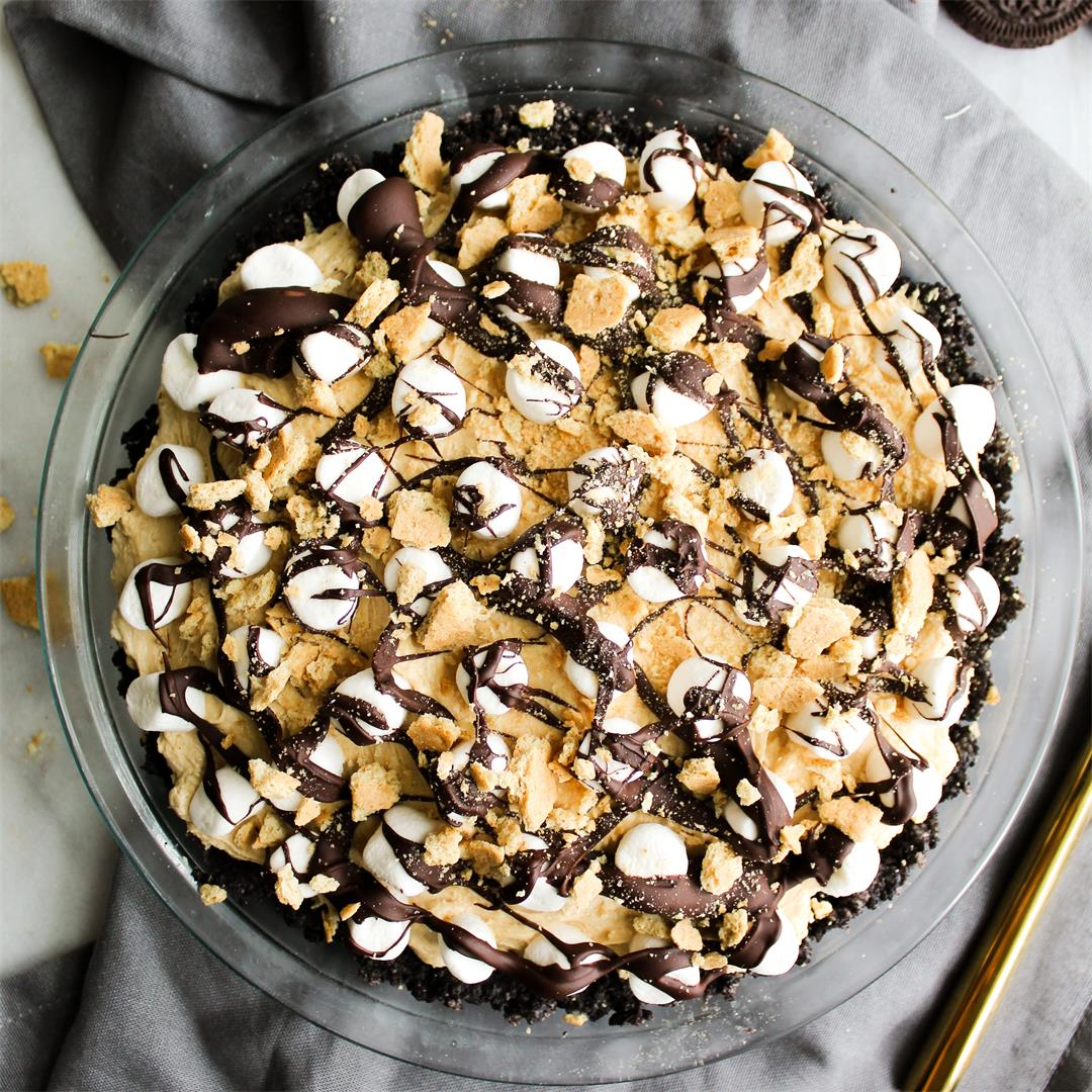 Peanut Butter Oreo Smores Pie - no bake and SO delicious!