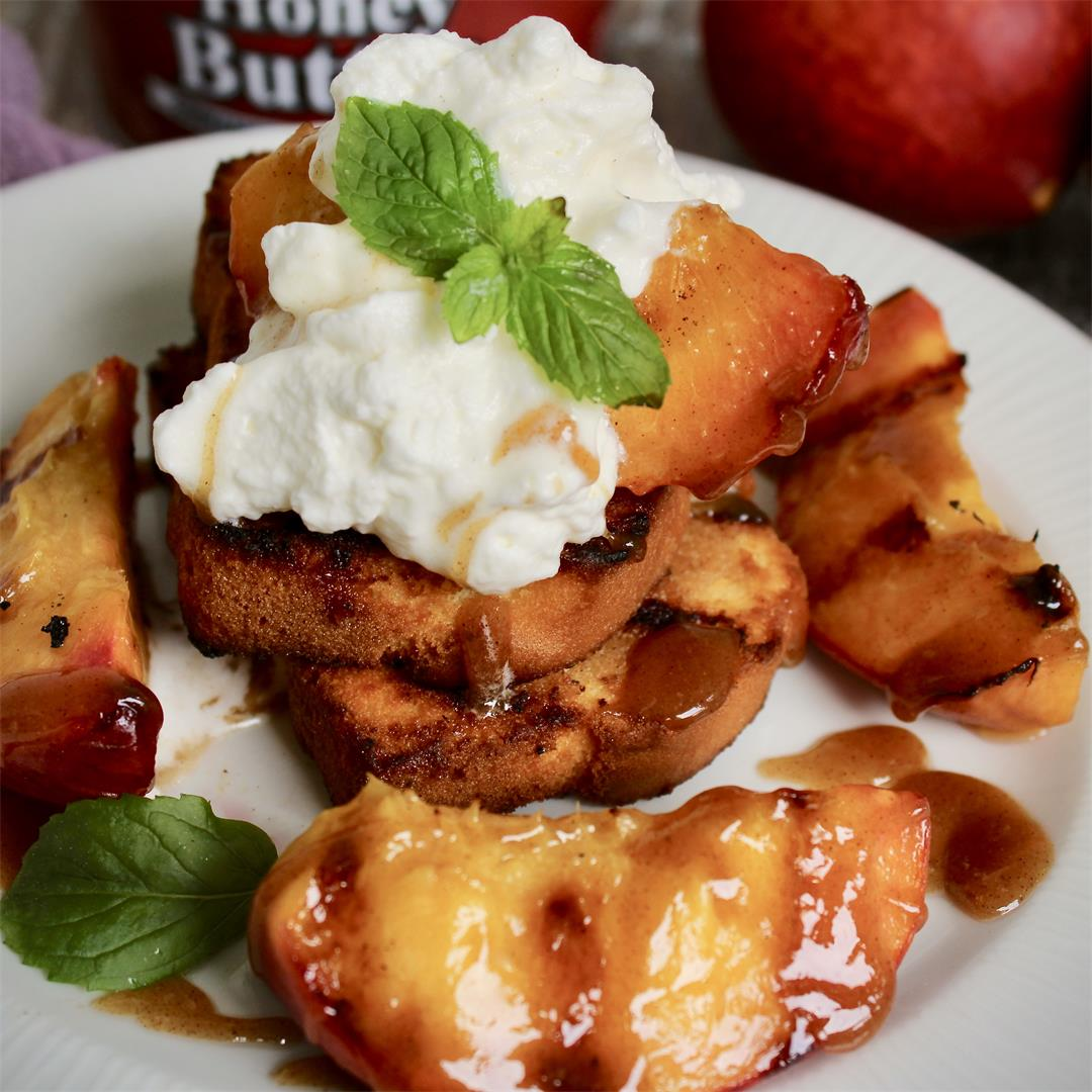 Toasted caramelized butter cake with soft grilled honey peaches