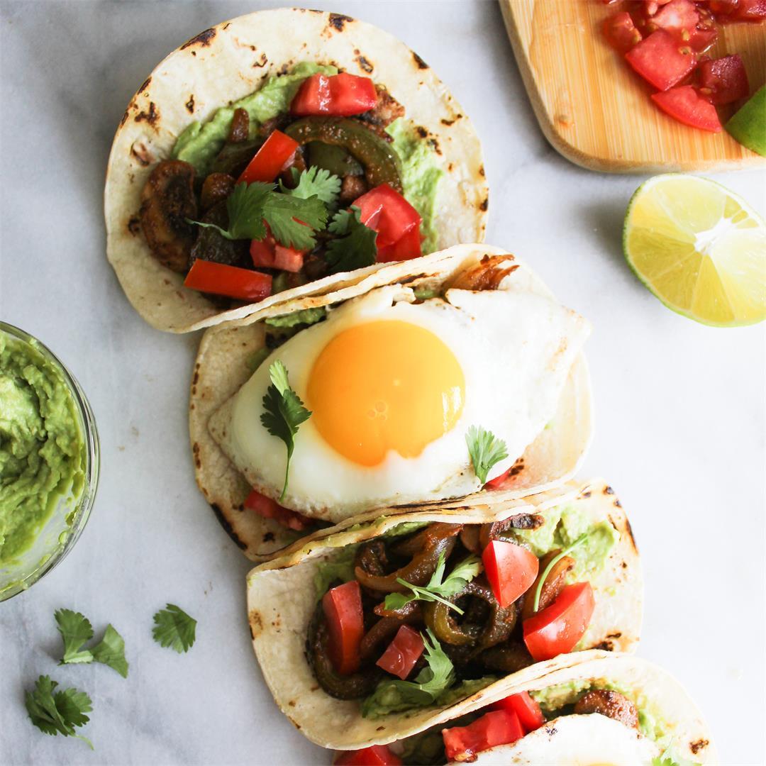 Spicy Breakfast Fajita Tacos - easy and super healthy!
