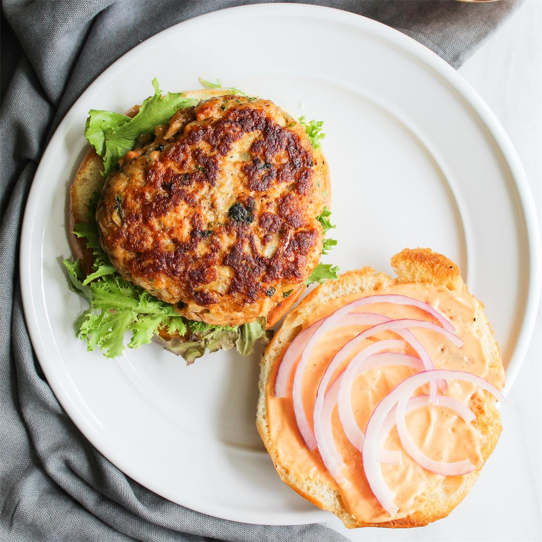 Salmon Burgers with Sriracha Mayo - protein packed and delish!
